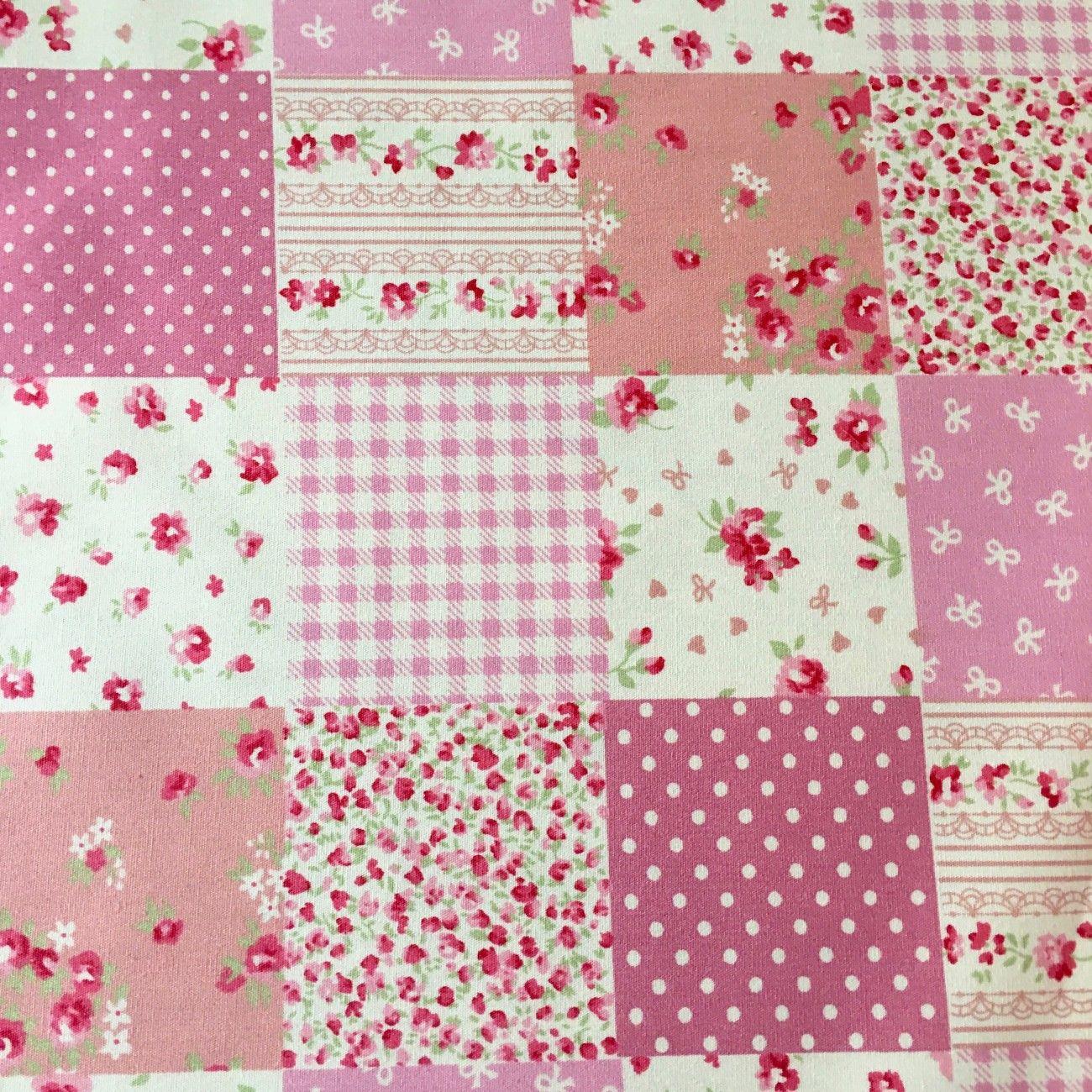 Tissu fleurs en carrés rose
