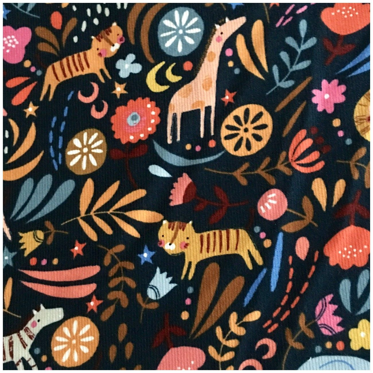Tissu velour milleraies corduroy Dashwood -Meadow Safari animals
